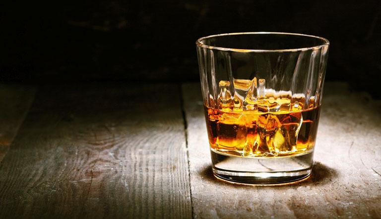 Choline Salicylate không được dùng chung với rượu bia