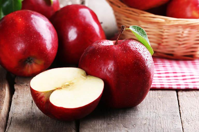 Ăn táo giảm đau gout