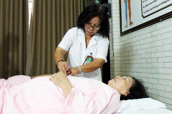 Vị bác sĩ 30 năm miệt mài với sứ mệnh khám chữa bệnh cứu người cao cả