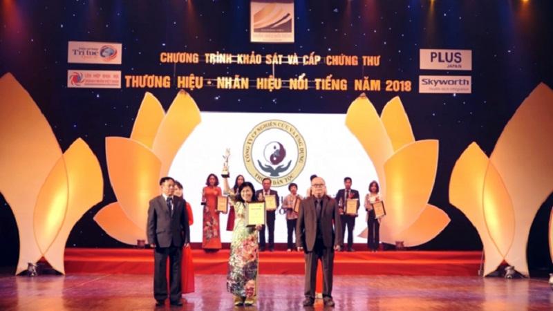 Bác sĩ Nguyễn Thị Vân Anh tại buổi lễ trao giải