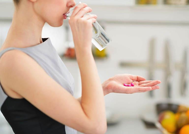 dùng thuốc trị bệnh gút ở phụ nữ