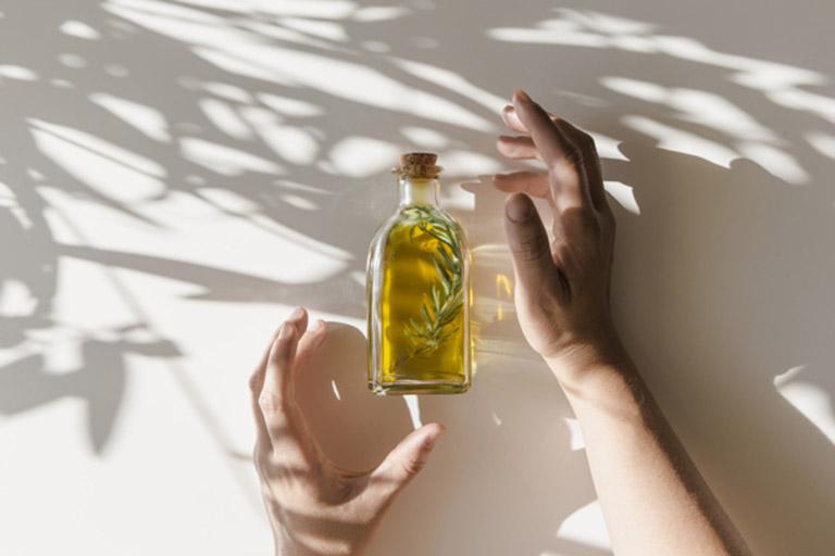 Cách sử dụng tinh dầu chữa viêm tai giữa