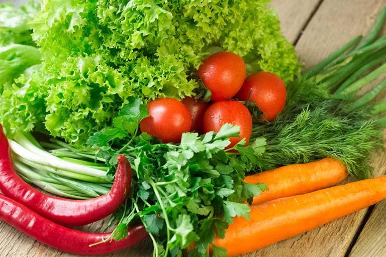 Rau xanh là thức ăn đào thải acid uric
