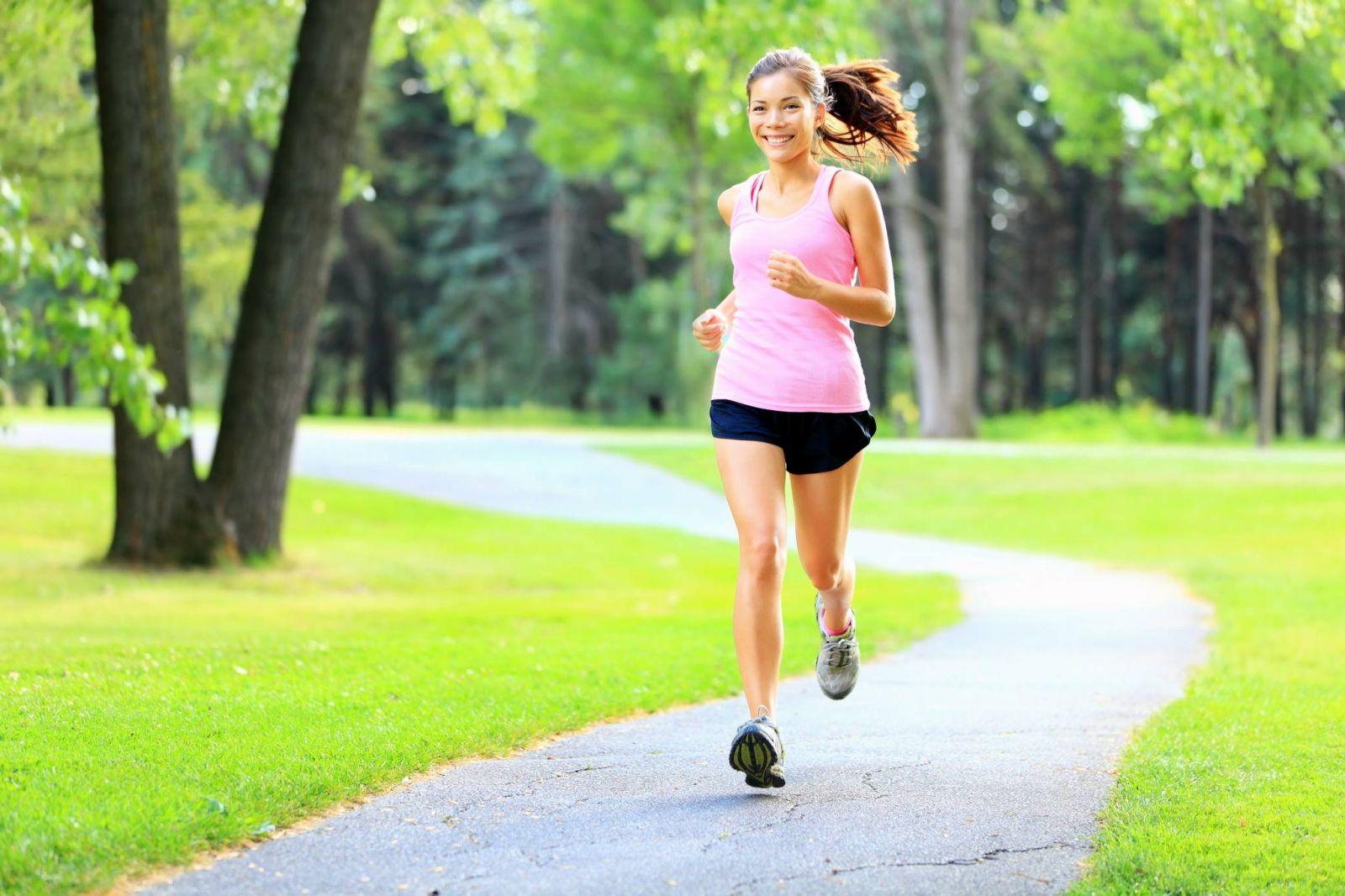 bị thoát vị đĩa đệm có nên đi bộ hoặc chạy bộ hay không