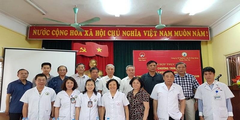 Đội ngũ các bác sĩ của Hội Nam y & Công ty CP Nghiên cứu & Ứng dụng Thuốc dân tộc