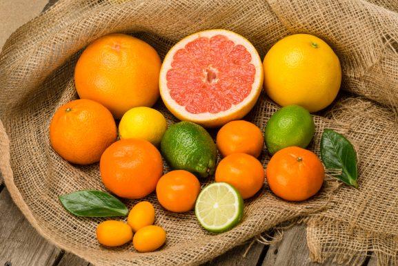 đau họng không nên ăn cam quýt