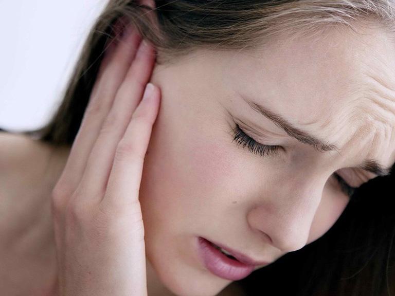đau tai khi nuốt