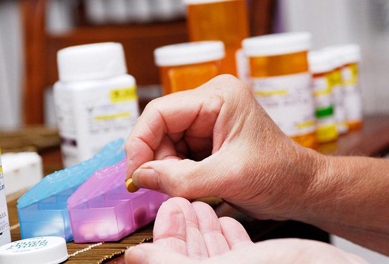 Điều trị dị ứng da bằng thuốc Tây chú ý tới tác dụng phụ