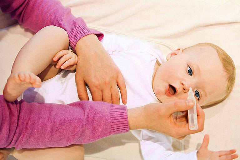 Mẹo chữa nghẹt mũi ở trẻ em