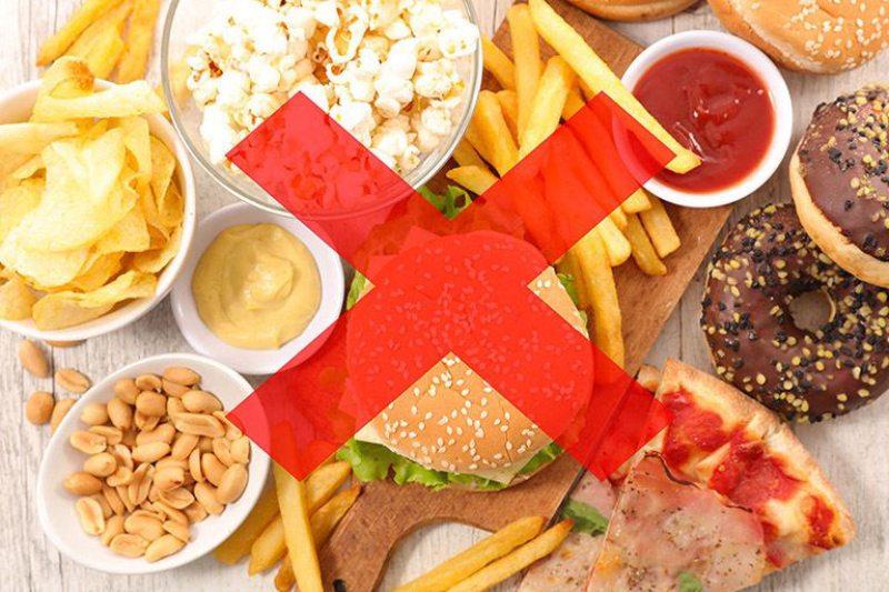 Chế độ ăn thiếu lành mạnh là nguyên nhân chính gây nên dư thừa acid dạ dày