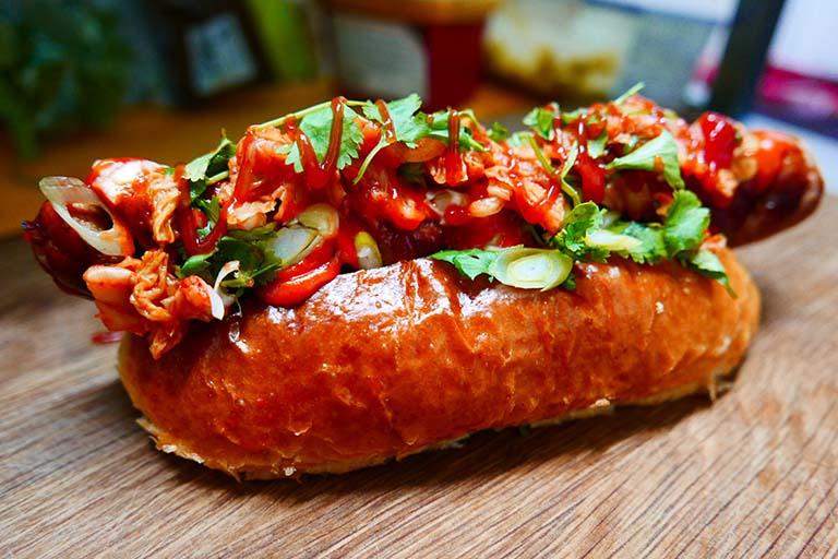 Đồ ăn cay nóng là một trong các loại thực phẩm bạn nên tránh khi bị viêm amidan