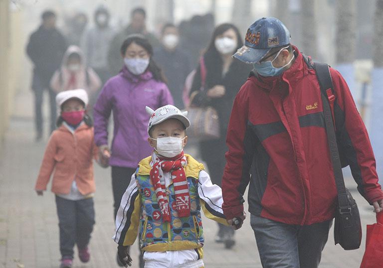 Không khí bi ô nhiễm làm ảnh hưởng nghiêm trọng đến sức khỏe của trẻ