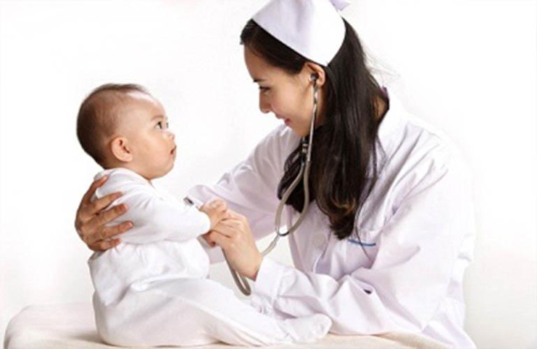 thăm khám sớm viêm da đầu ở trẻ