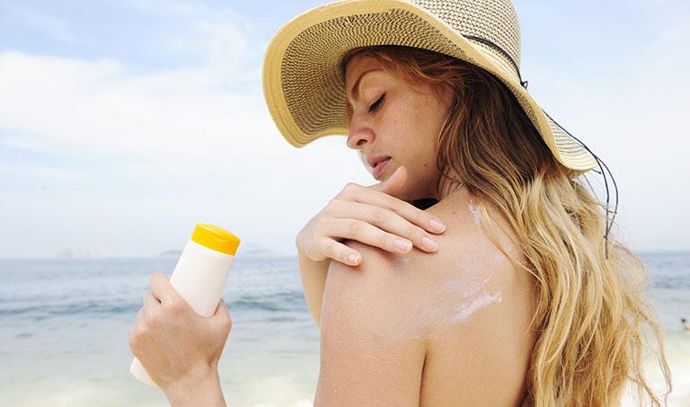 Tác hại của ánh nắng mặt trời đối với vẩy nến