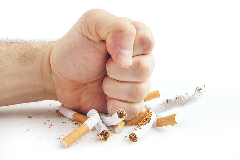 Cần hạn chế hoặc bỏ hút thuốc hoàn toàn để cải thiện tình trạng bệnh