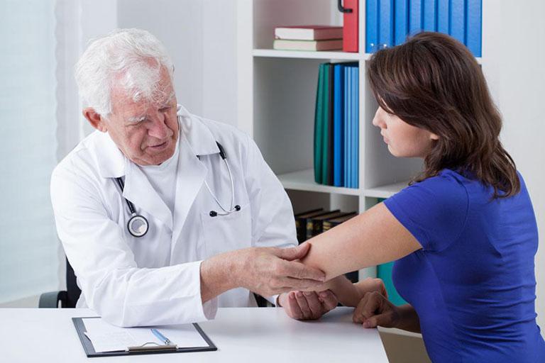 Viêm khớp vẩy nến được chẩn đoán bằng hình ảnh hoặc bằng cách xét nghiệm máu