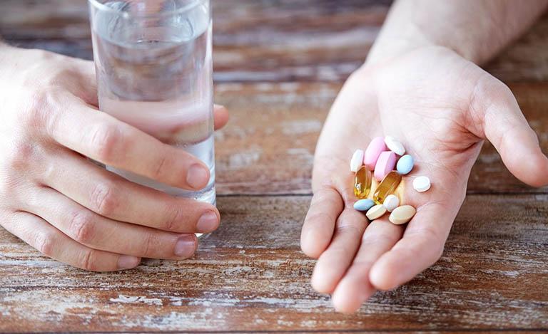 Sử dụng các loại thuốc tây trị bệnh viêm khớp vẩy nến
