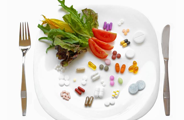Hydroxyzine HCL 10mg tương tác với thức ăn, đồ uống nào?