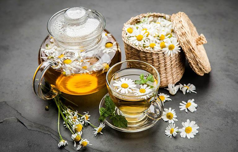 Uống trà và mật ong