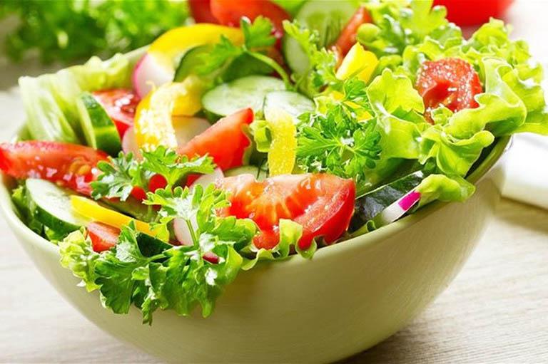 Tăng cường bổ sung vitamin bằng cách ăn nhiều hoa quả tươi và rau xanh