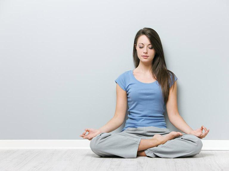 ngồi thiền trong yoga trị bệnh gout