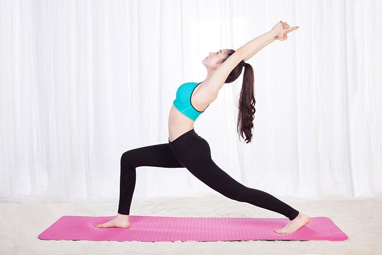 tư thế chiến binh trong yoga trị bệnh gout