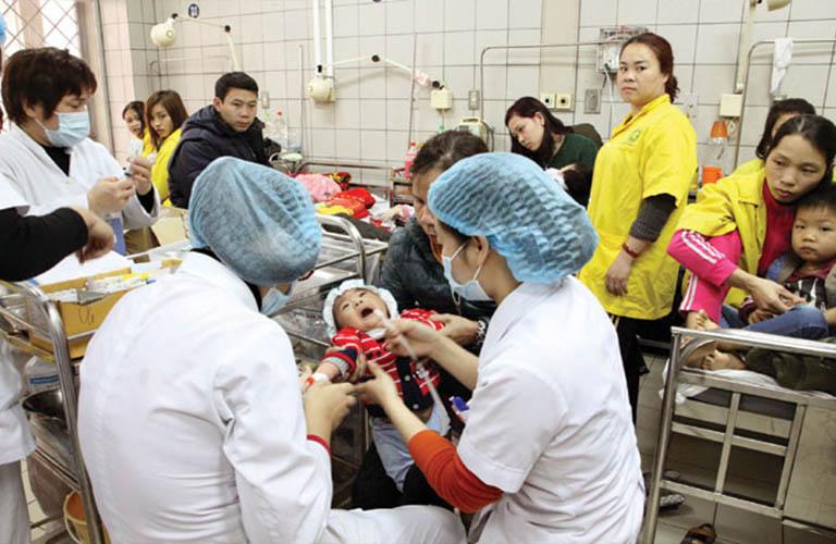 khám và điều trị tại bệnh viện Bạch Mai