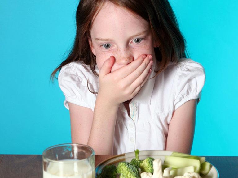 Buồn nôn là dấu hiệu đau dạ dày trẻ em