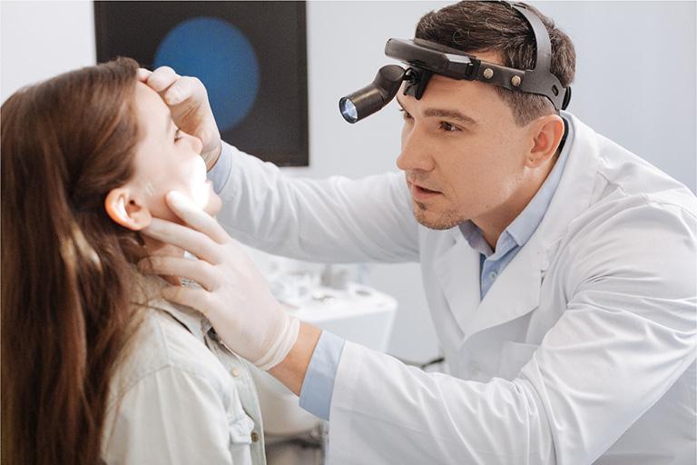 chẩn đoán mụn trong mũi