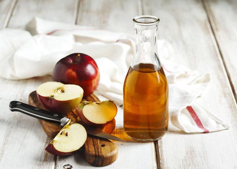 Chữa nhiễm trùng tai bằng giấm táo