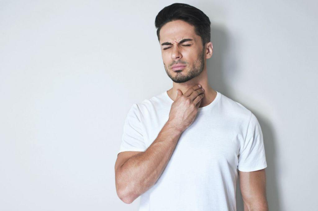 dùng tinh dầu trị đau họng