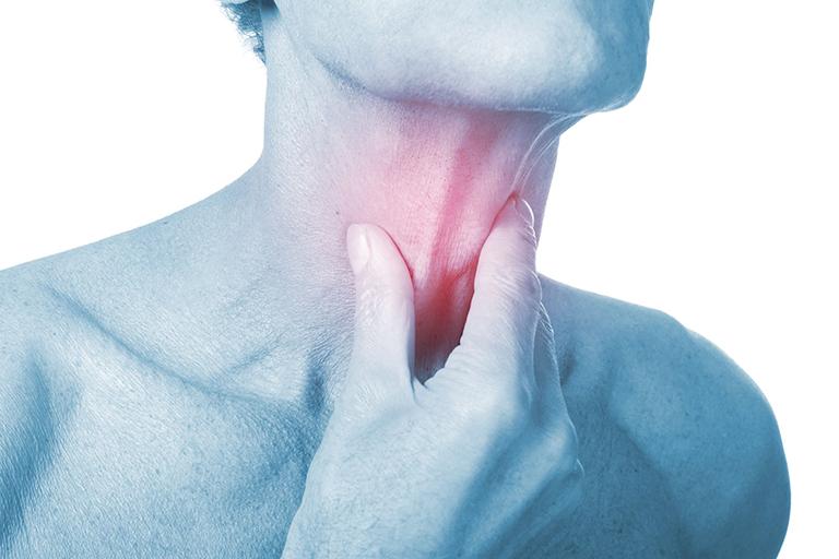 đau thắt ở cổ họng