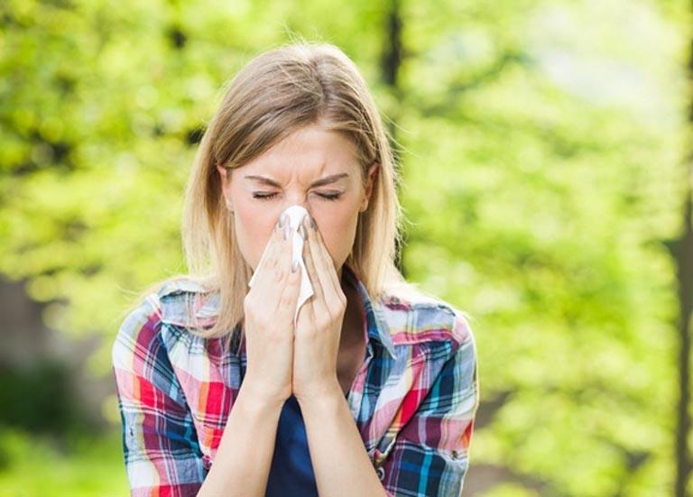triệu chứng dị ứng thời tiết mùa hè