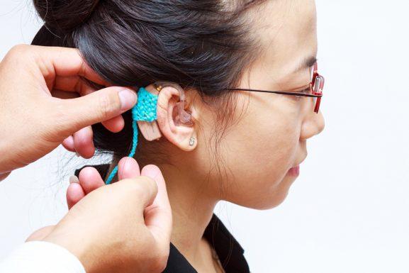 điều trị điếc một bên tai