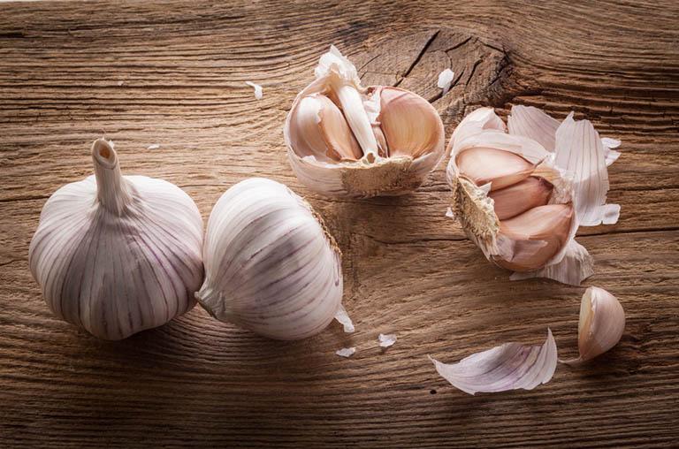 Ăn tỏi thường xuyên có tác dụng làm giảm triệu chứng đau họng