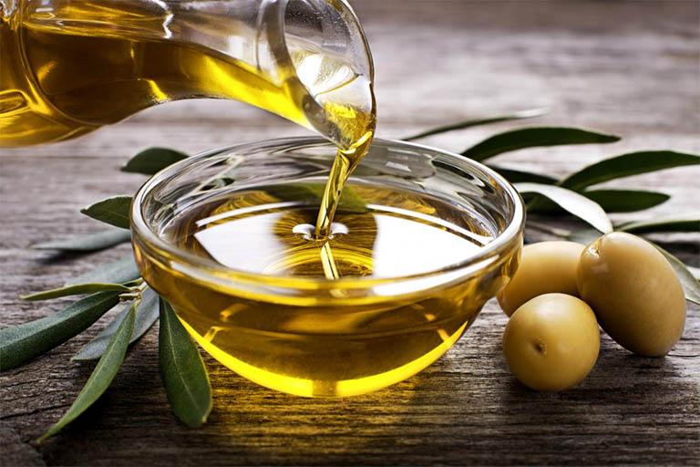 dùng dầu olive bôi trơn