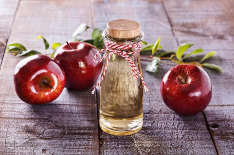 Giấm táo điều trị nhiễm trùng tai