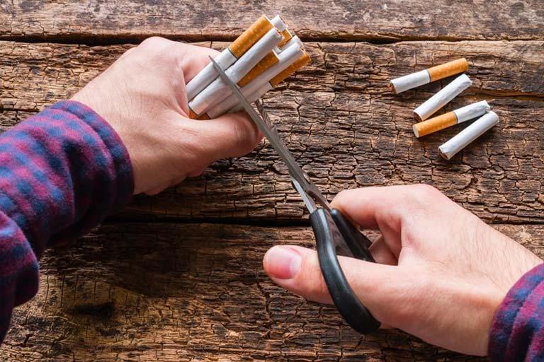 Bỏ hút thuốc lá là một trong những cách ngăn ngừa bệnh giãn phế quản