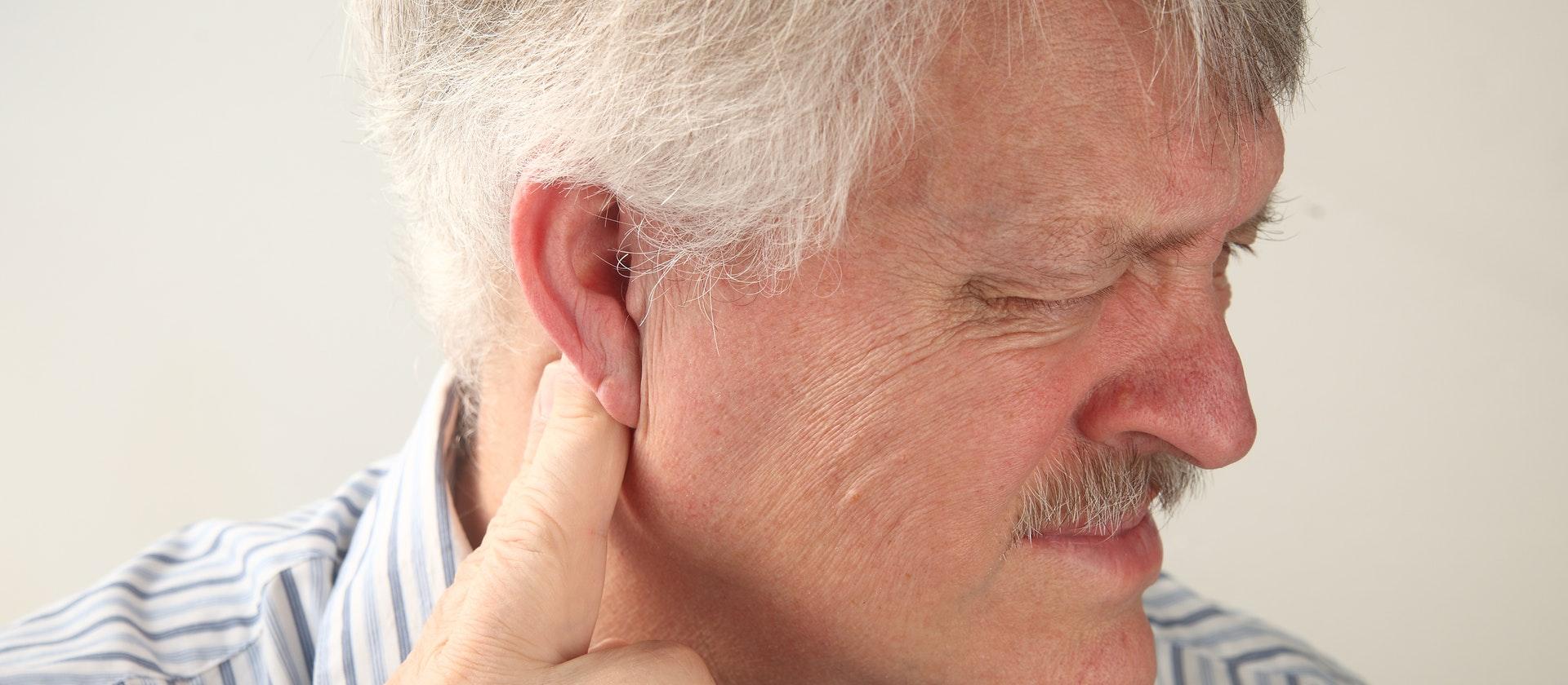 cục hạch sau tai