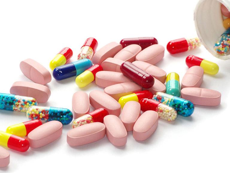 Sử dụng các loại thuốc kháng sinh để điều trị khô họng do vi khuẩn