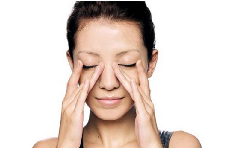 Massage xoang giúp làm giảm tình trạng nghẹt mũi, sổ mũi