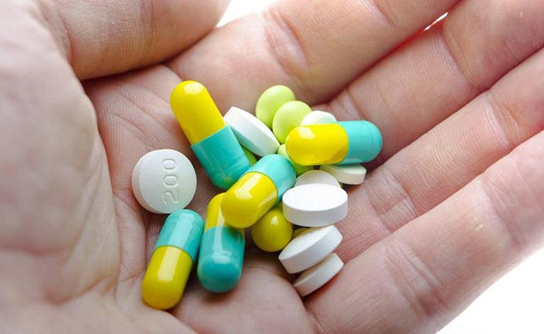 Sử dụng thuốc Tây cần tuân thủ theo chỉ dẫn của bác sĩ