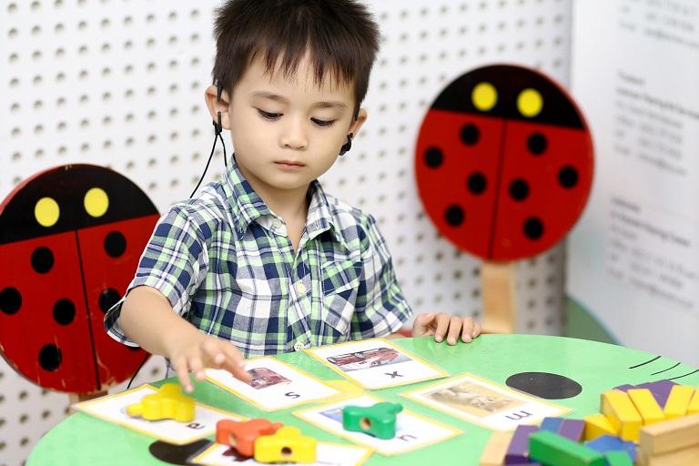 Điều trị khiếm thính bẩm sinh