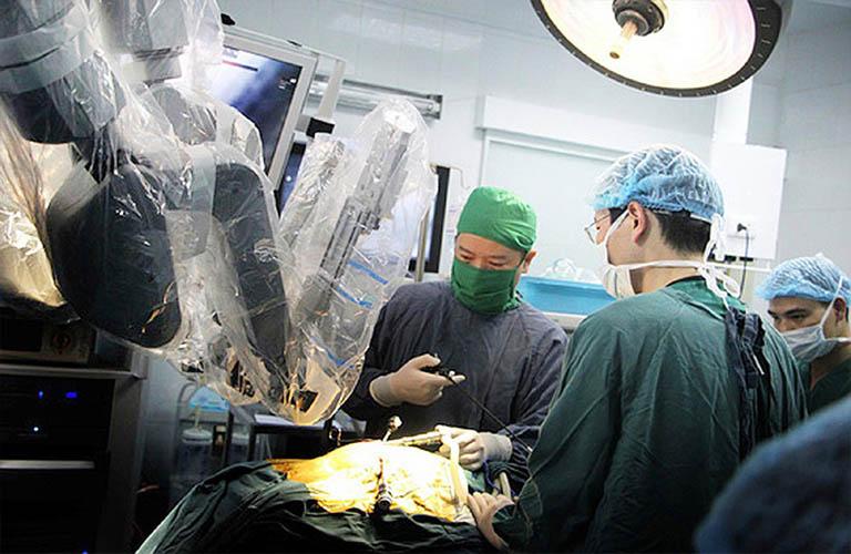 phẫu thuật khớp háng có sự hỗ trợ của robot