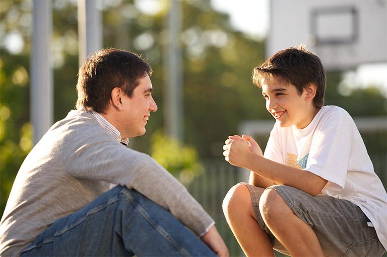 nói chuyện với con trai