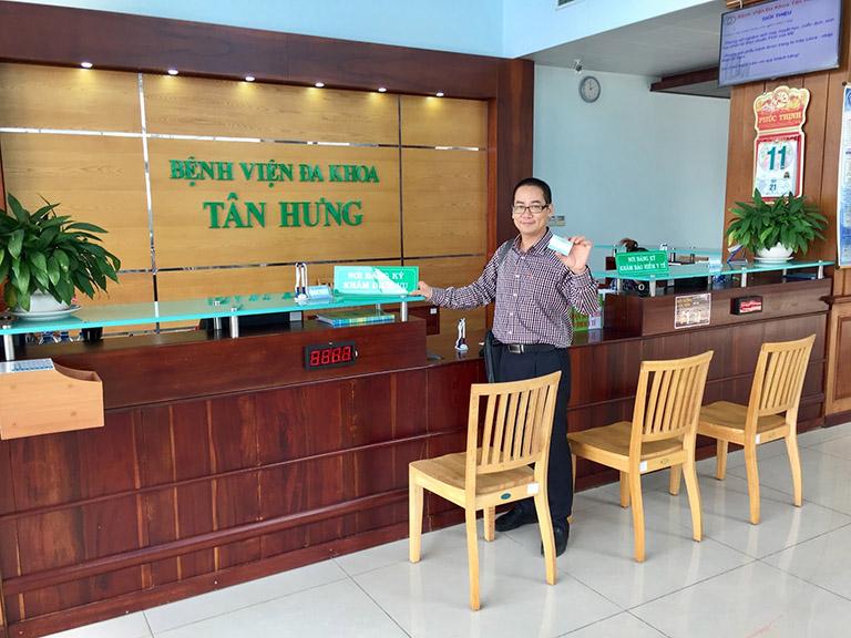 Bệnh nhận đăng ký khám tại bệnh viện đa khoa Tân Hưng