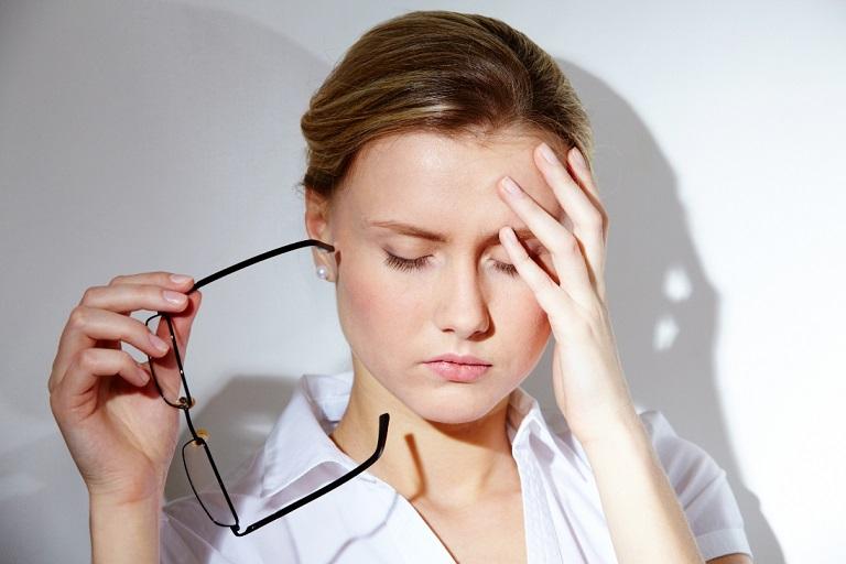 Rụng tóc là triệu chứng của bệnh gì?