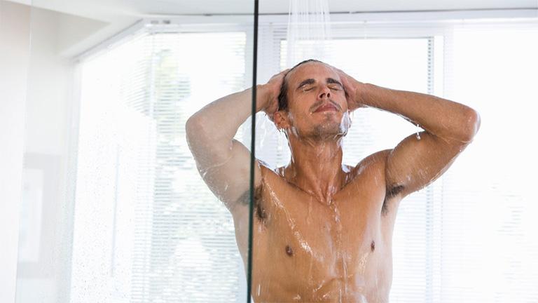 tắm thường xuyên