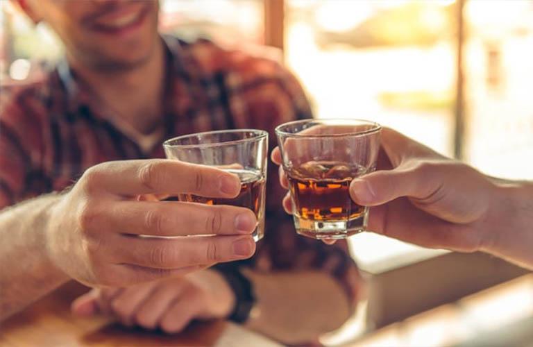 rượu bia làm tăng nguy cơ mắc nhiều bệnh lý