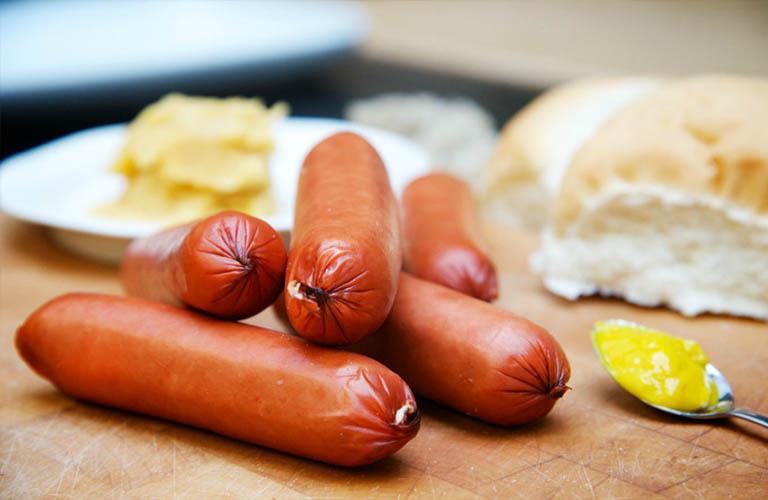 xúc xích làm tăng nguy cơ ung thư dạ dày